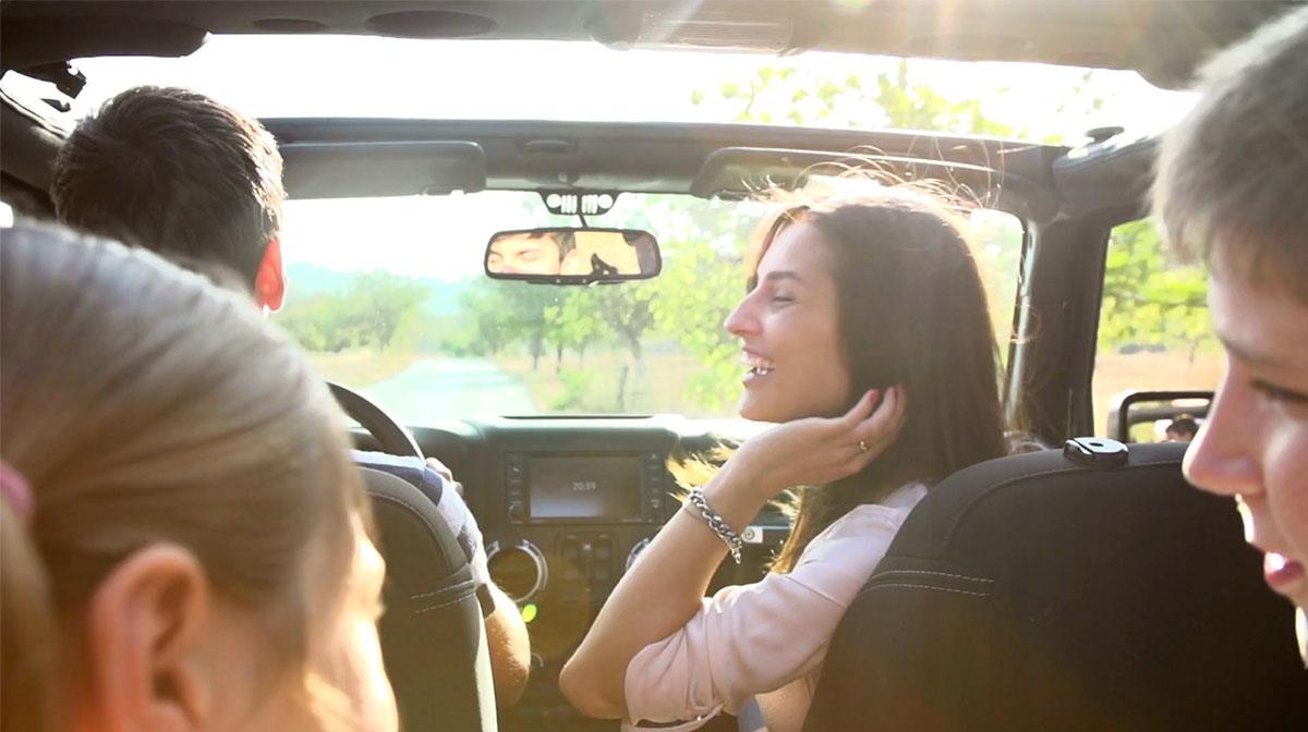 Försäkring Direkt privata försäkringar glada personer i en bil